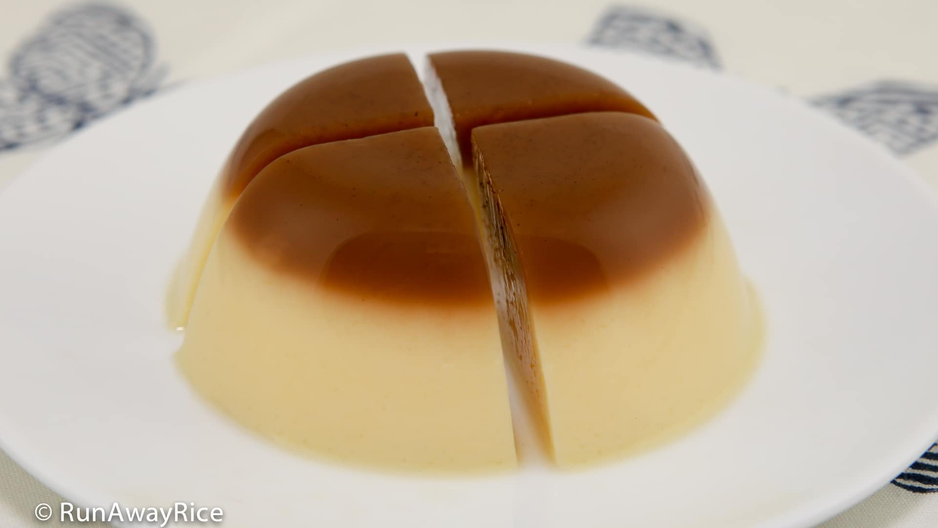 Coffee Flan Agar Jelly (Thach Flan Ca Phe) - a tasty combination of flan and jelly, Delish! | recipe from runawayrice.com