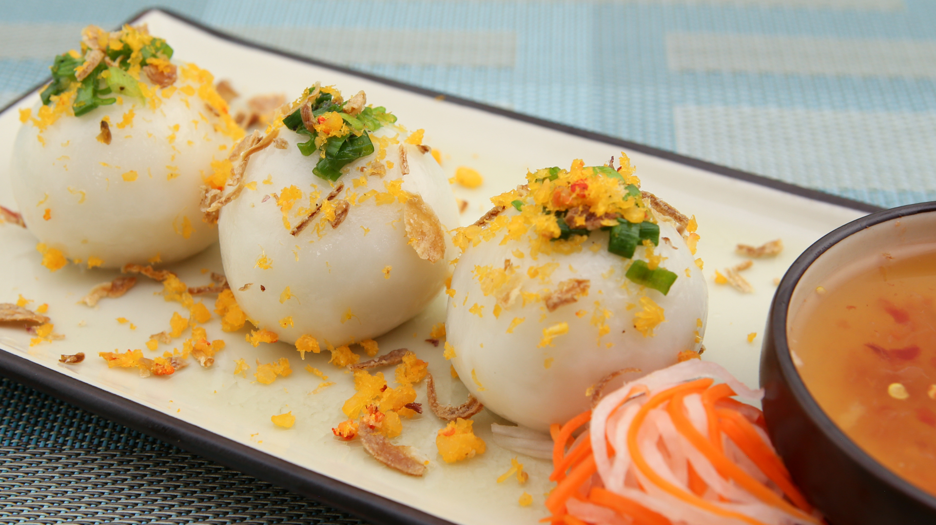 Sticky Rice Dumplings (Banh It Tran)