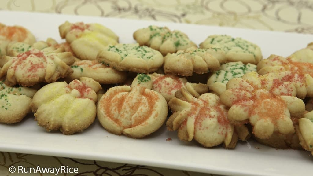 Festive Autumn Spritz Cookies | recipe from runawayrice.com