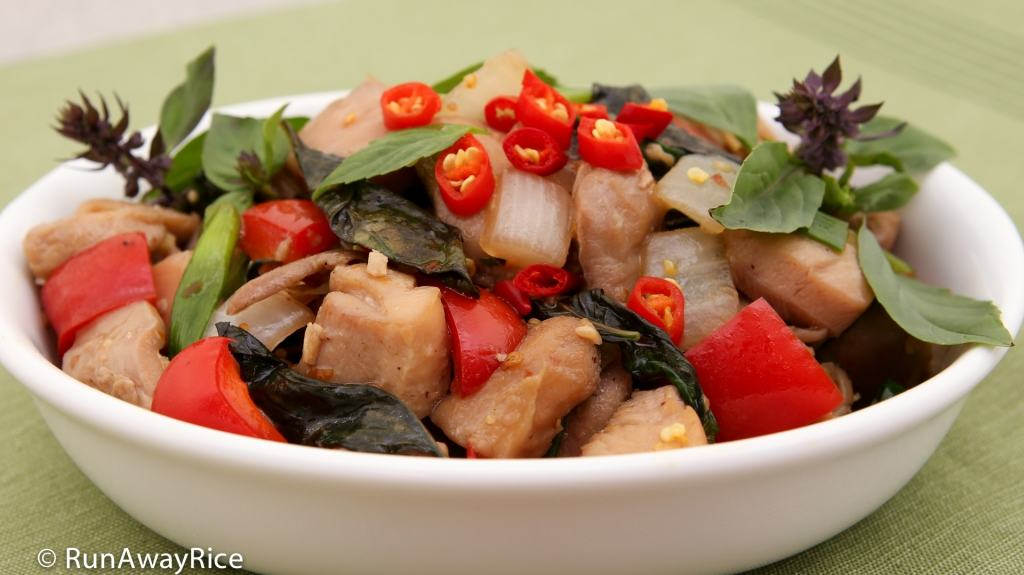 Thai Basil Chicken (Ga Xao La Que) - easy and flavorful stir-fry! | recipe from runawayrice.com