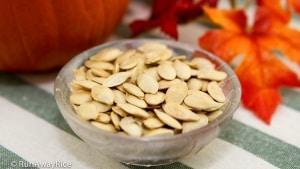 How to Roast Pumpkin Seeds   recipe from runawayrice.com