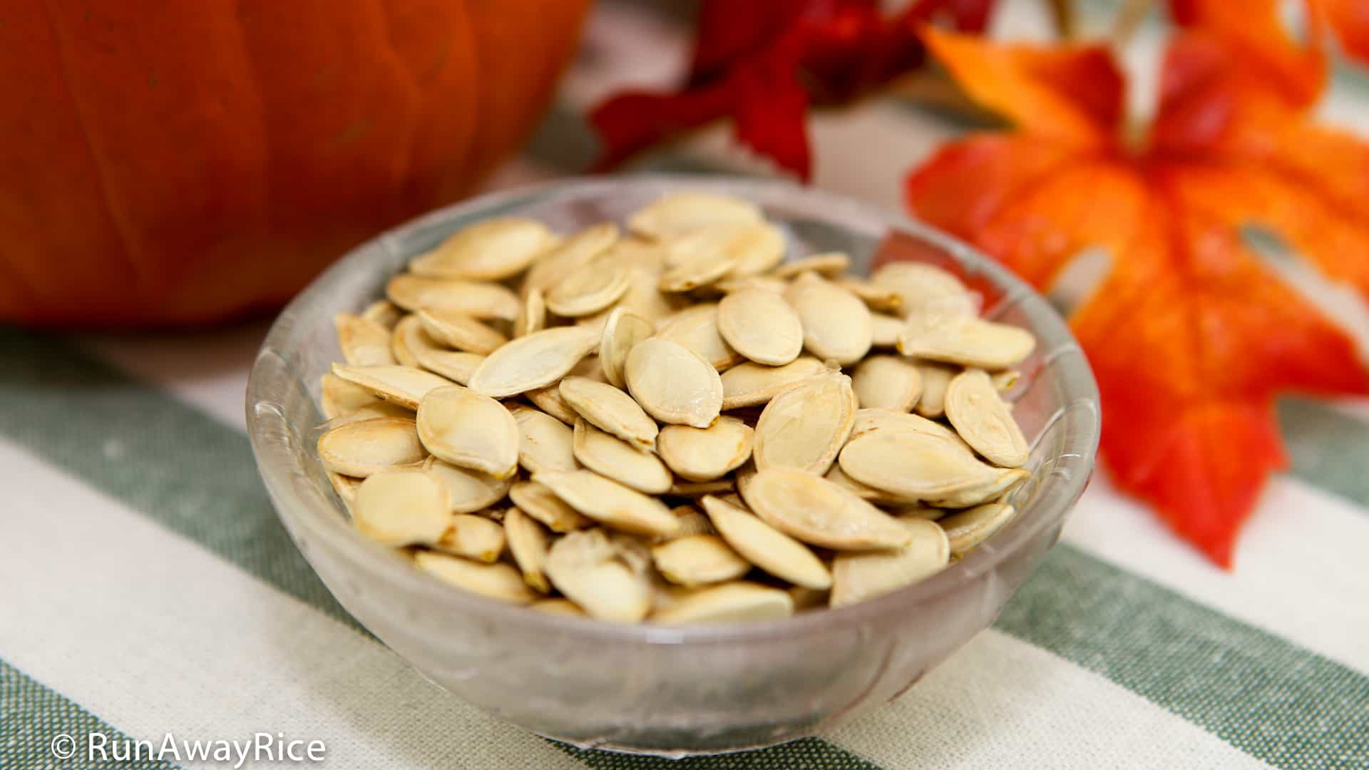 How to Roast Pumpkin Seeds | recipe from runawayrice.com