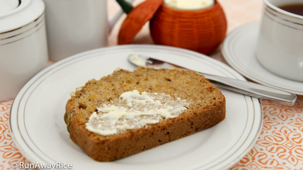 Pumpkin Spice Bread - enjoy with a cup of coffee! | recipe from runawayrice.com