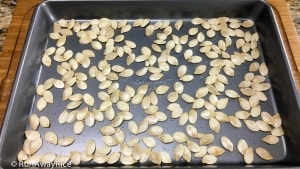 How to Roast Pumpkin Seeds | recipe from runawayrice.com