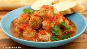 Vietnamese Meatballs (Xiu Mai) - flavorful pork meatballs in a rich tomato sauce | recipe from runawayrice.com