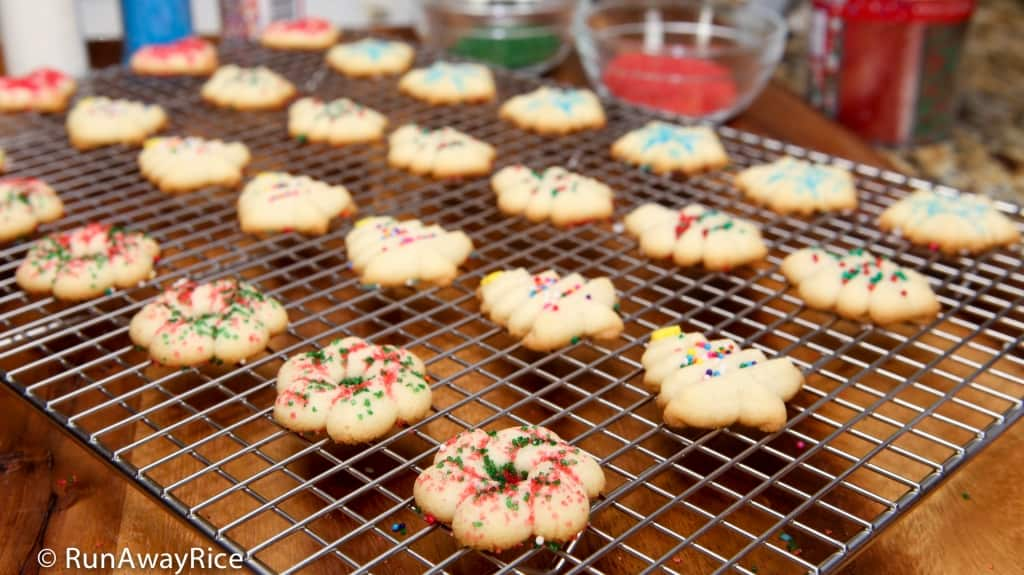 Holiday Butter Cookies - yummy cookies decorated with colored sugar, nonpareils and sprinkles | recipe from runawayrice.com