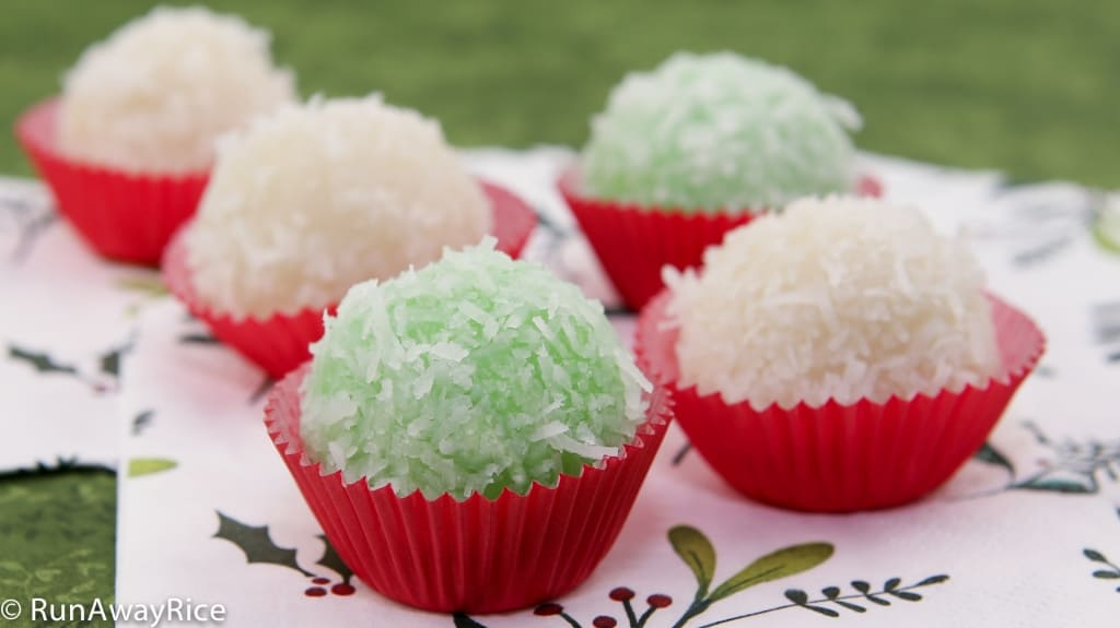 Snowball Cakes / Mochi Cake / Nut-Filled Glutinous Rice Balls / Banh Bao Chi - beautiful and festive cakes for the holidays! | recipe from runawayrice.com