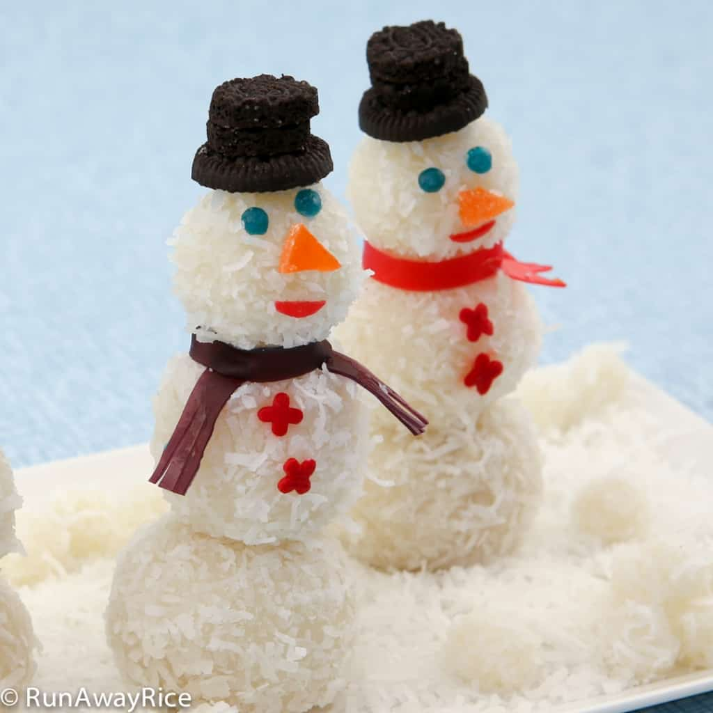 Snowmen Snowball Cakes - making these festive cakes is fun activity the kiddies will love! | recipe from runawayrice.com