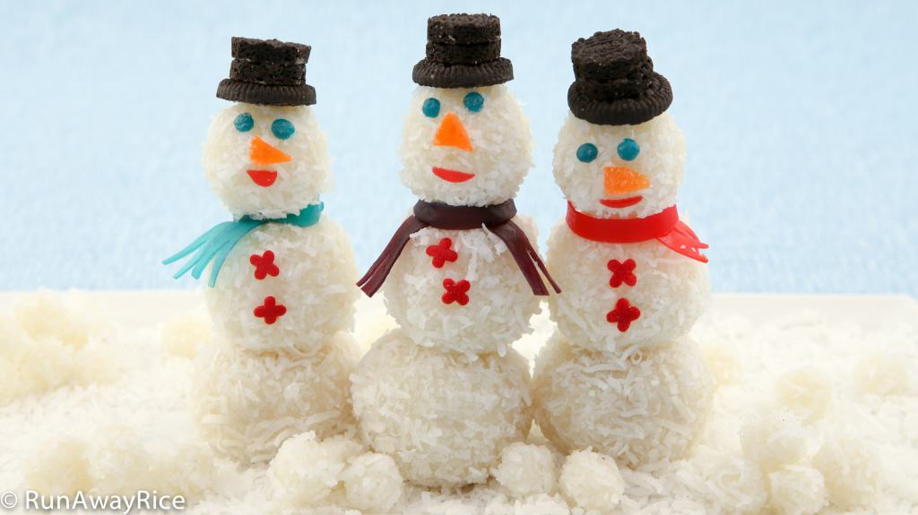Snowmen Snowball Cakes - coconut-covered glutinous cakes made into cute little snowmen | recipe from runawayrice.com