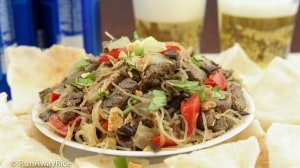 Beef Stir-Fry Appetizer / Bo Xao Lan Served with Crunchy Sesame Rice Crackers and Cold Beer | recipe from runawayrice.com