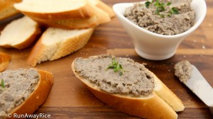 Vegetarian Pate / Faux Gras / Vegan Pate / Pate Chay - served with slices of crusty French bread | recipe from runawayrice.com