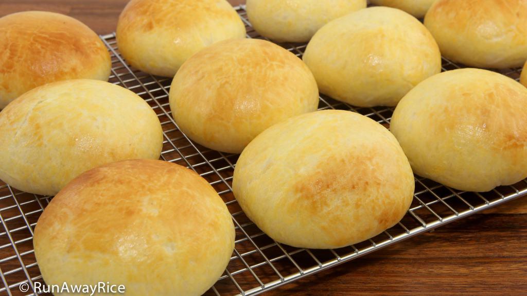 Baked Pork Buns (Banh Bao Nuong) - Scrumptious Xa Xiu Pork Buns, Super easy recipe! | recipe from runawyrice.com