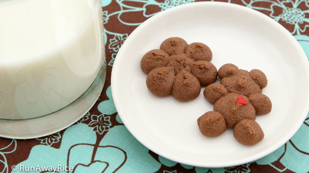 Chocolate Shortbread Cookies and Milk - The BEST way to enjoy these yummy cookies | recipe from runawayrice.com