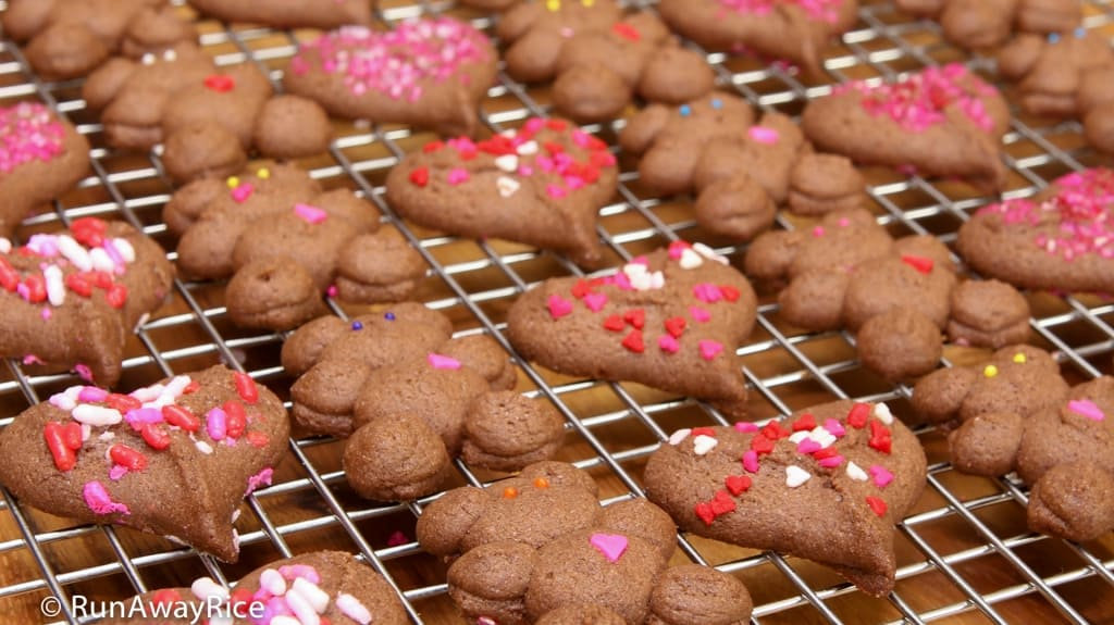 Chocolate Shortbread Cookies - Homemade Valentine's Day Press Cookies | recipe from runawayrice.com