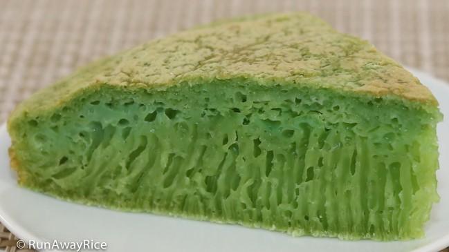 Honeycomb Cake (Banh Bo Nuong) - What makes this cake so beautifully green? | recipe from runawayrice