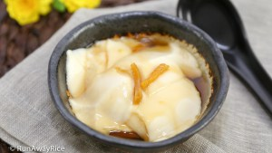 Tofu Pudding with Ginger Syrup (Dau Hu Nuoc Duong) | recipe from runawayrice.com