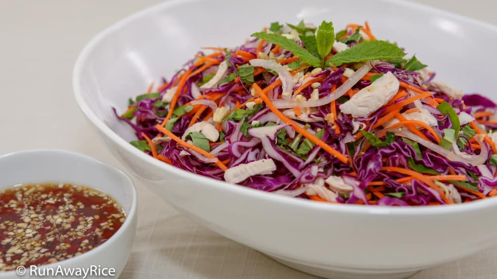 Purple Cabbage Chicken Salad (Goi Ga Bap Cai Tim) - Refreshing Salad with a Zesty Lime Juice and Fish Sauce Dressing | recipe from runawayrice.com