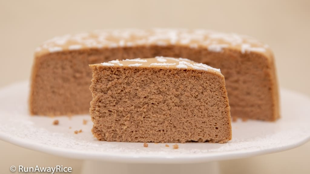 Chocolate Cotton Cheesecake / Japanese Cheesecake - Amazingly spongy and light cake! | recipe from runawayrice.com