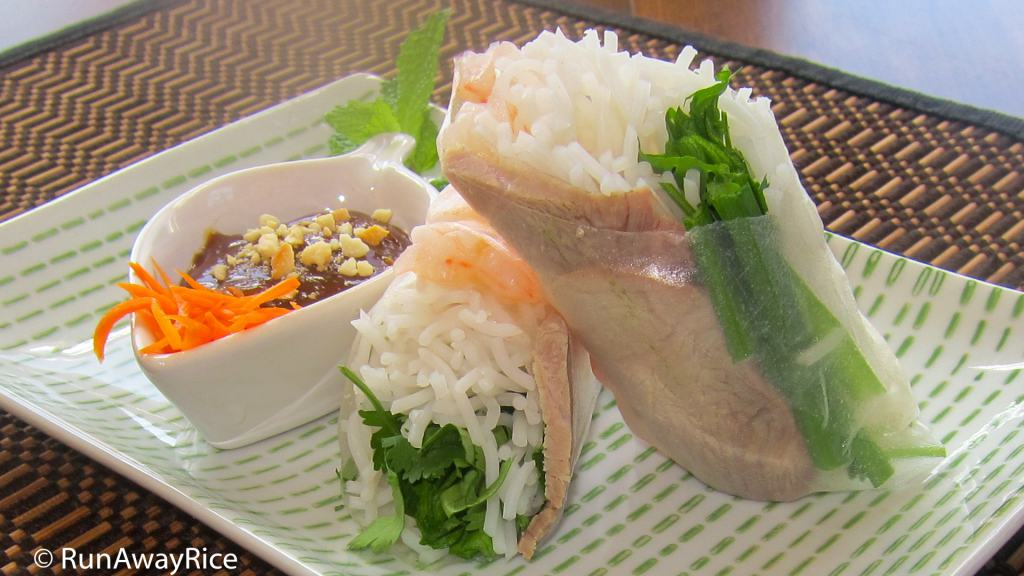 Fresh Spring Rolls Rice Paper Rolls with Pork and Shrimp (Goi Cuon) - Best Rolls Ever! | recipe from runawayrice.com