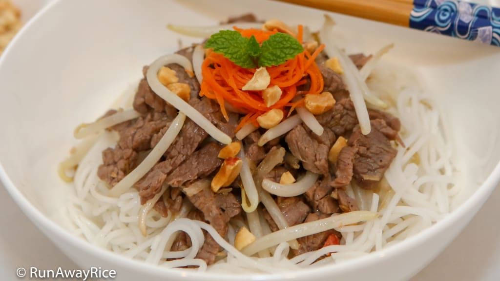Lemongrass Beef over Rice Noodles (Bun Bo Xao) - Delicious Noodle Salad | recipe from runawayrice.com