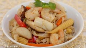 Stir-Fried Seafood Noodles (Hu Tieu Xao Do Bien) - Restaurant-Style Recipe   recipe from runawayrice.com