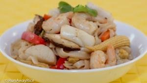Stir-Fried Seafood Noodles (Hu Tieu Xao Do Bien) - Healthier When Made at Home!   recipe from runawayrice.com