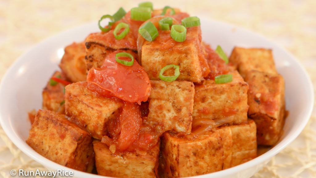 Tofu in Tomato Sauce (Dau Hu Sot Ca) - Just Like Mom's Recipe | runawayrice.com