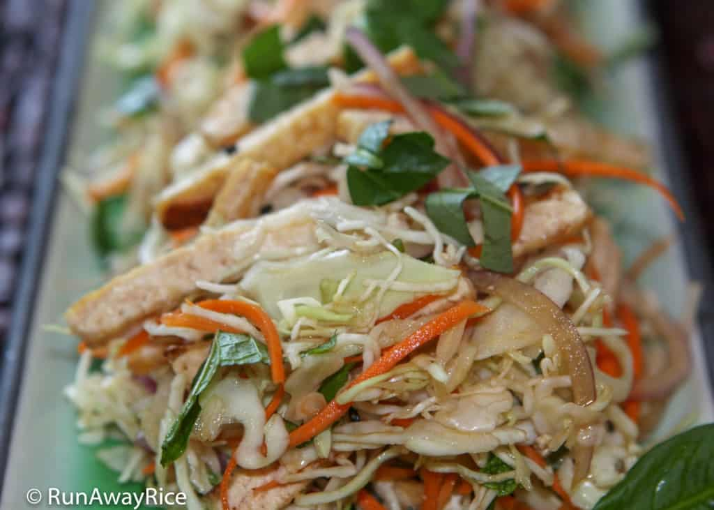 Vegetarian Cabbage Slaw (Goi Chay) - Pan-Fried Tofu Makes a Healthy and Delicious Salad | recipe from runawayrice.com