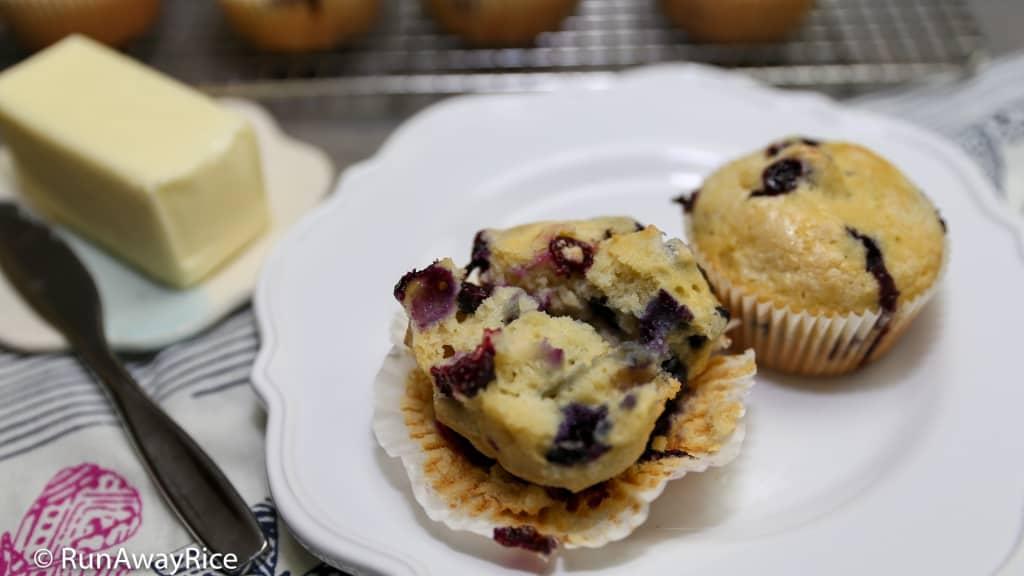 Blueberry Okara Muffins - Fluffy, Moist Muffins! | recipe from runawayrice.com