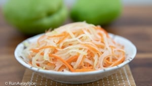 Carrot and Chayote Pickles (Do Chua Ca Rot Su Su) - Easy Refrigerator Pickles Recipe | recipe from runawayrice.com