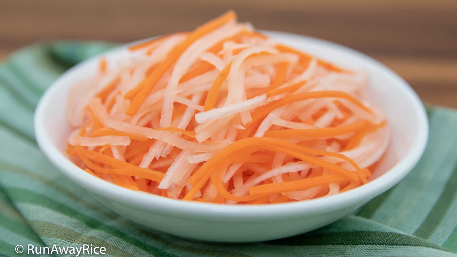 Carrot and Radish Pickles (Do Chua) - Essential Pickles! | recipe from runawayrice.com