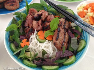 Grilled Pork Patties Noodle Bowl - Flavorful BBQ Meat in a Refreshing Rice Noodle Bowl | recipe from runawayrice.com