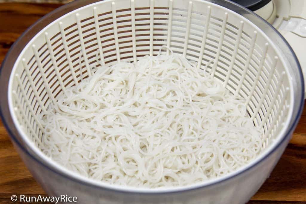 Top 5 Uses for My Salad Spinner - Make Perfect Rice Vermicelli Using a Salad Spinner | runawayrice.com