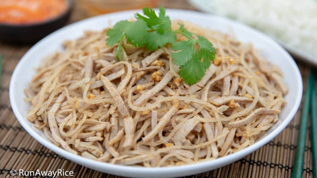 Shredded Pork Skin (Bi Heo) - Classic Vietnamese Dish! | recipe from runawayrice.com