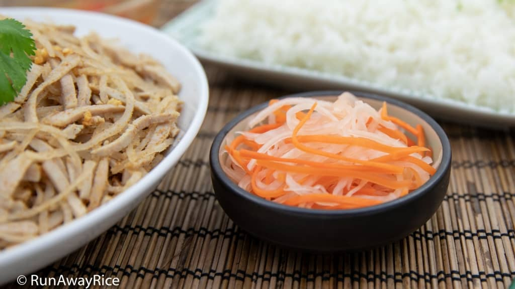 Shredded Pork Skin (Bi Heo) - Must-Try Rice Plate | recipe from runawayrice.com