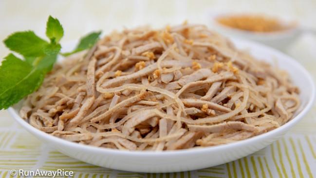 Shredded Pork Skin (Bi Heo) - One of the BEST Vietnamese Dishes! | recipe from runawayrice.com