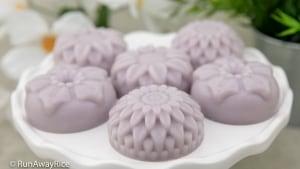 Taro and Coconut Agar Mooncakes (Banh Trung Thu Thach Khoai Mon Nhan Dua) - No-Bake Mooncakes, Easy Recipe! | recipe from runawayrice.com