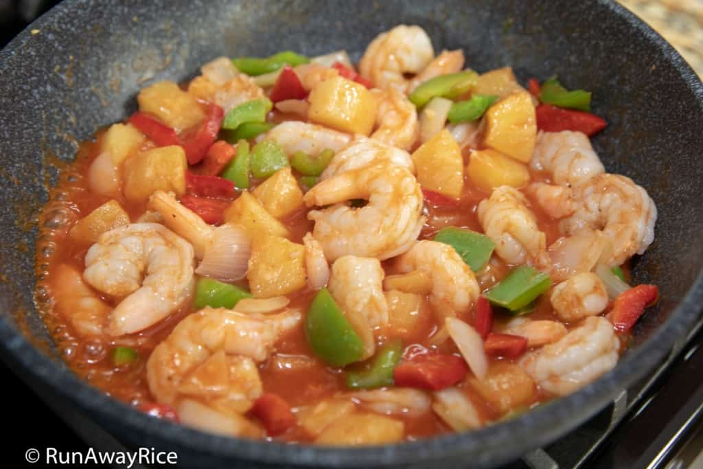Sweet and Sour Shrimp (Tom Xao Chua Ngot) - One Pot (or Wok) Cooking at Its Best! | recipe from runawayrice.com
