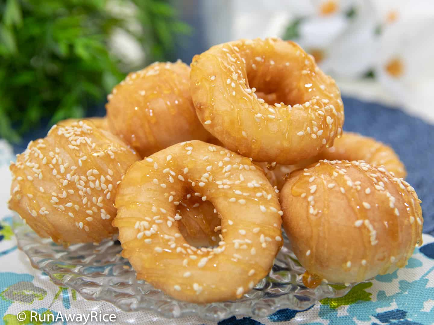Vietnamese Donuts (Banh Cam Banh Vong) - Easy Recipe & Video