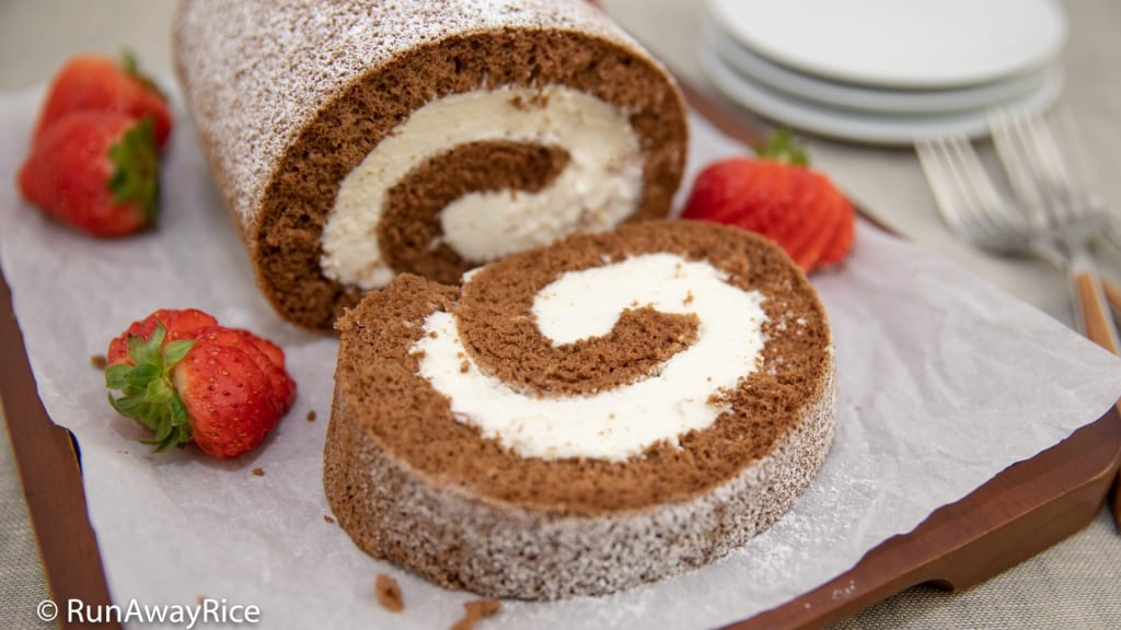 Chocolate Roll Cake (Banh Cuon Chocolate) - Amazing Asian Bakery-Style Cake | recipe from runawayrice.com