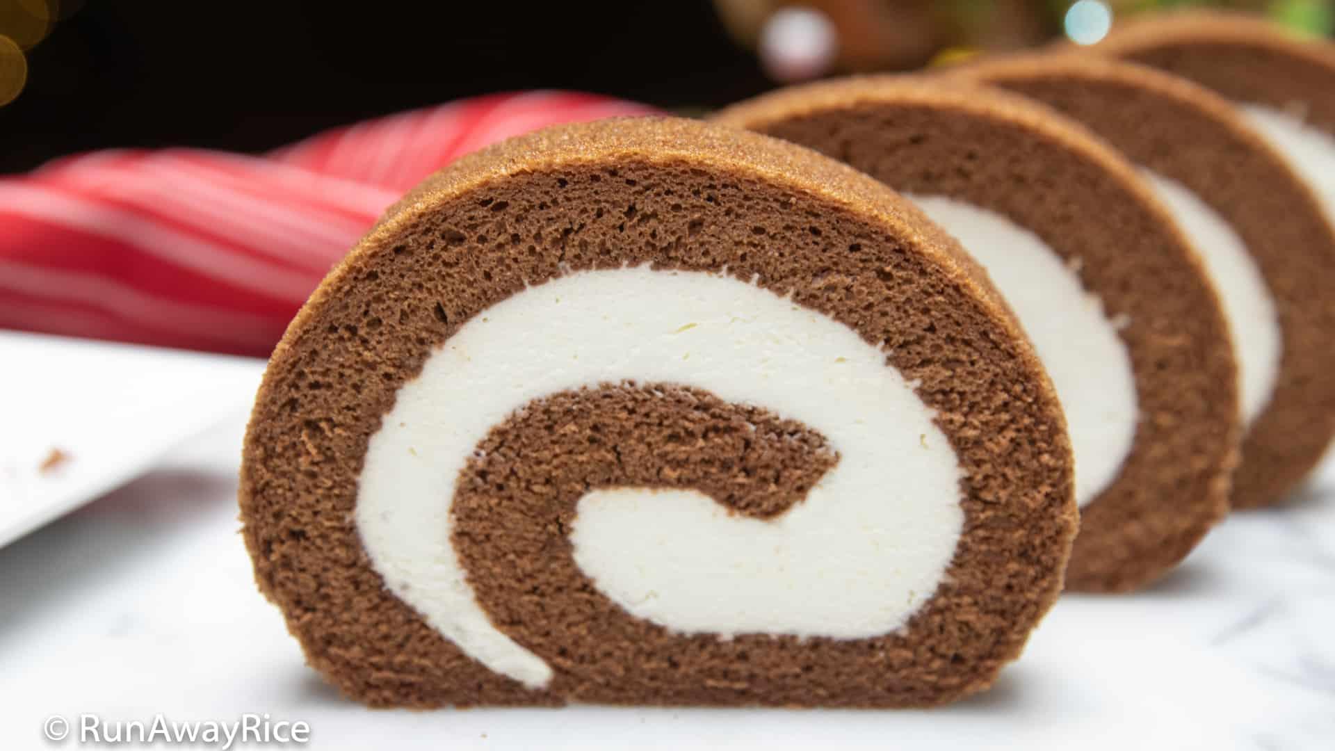 Chocolate Roll Cake (Banh Cuon Chocolate) - Bakery-Style Recipe! | recipe from runawayrice.com