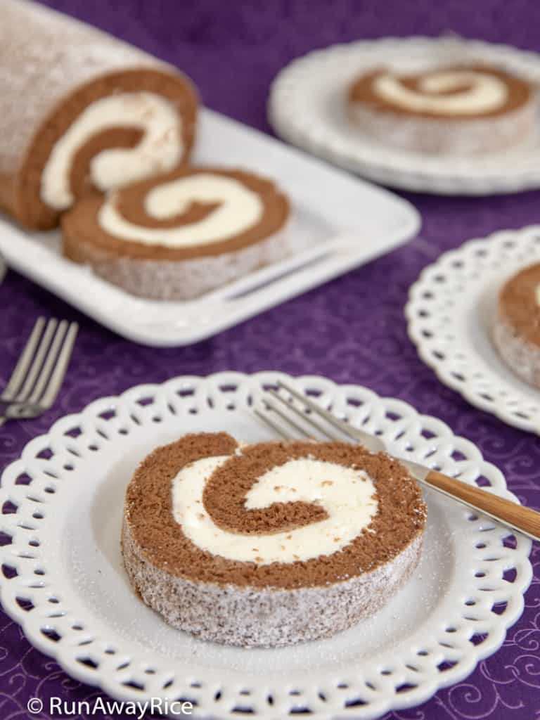 Chocolate Roll Cake (Banh Cuon Chocolate) - Fluffy and Delicious Cake | recipe from runawayrice.com