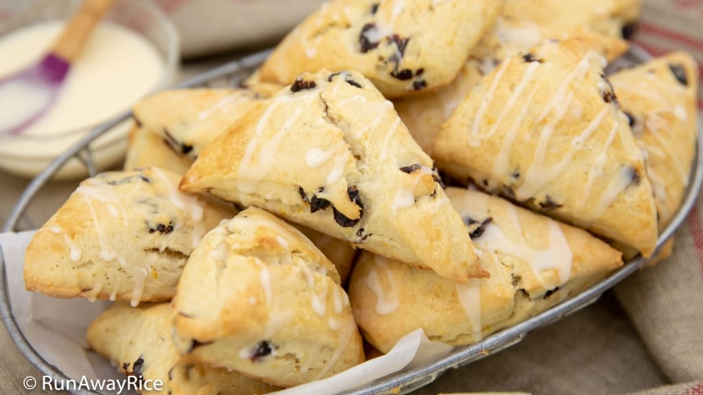 Cranberry Orange Scones - Fluffy Good and Flavorful! | recipe from runawayrice.com