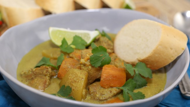Instant Pot Chicken Curry (Ca Ri Ga) - Yummy Vietnamese-Style Curry Made Easy in the Instant Pot Recipe | recipe from runawayrice.com
