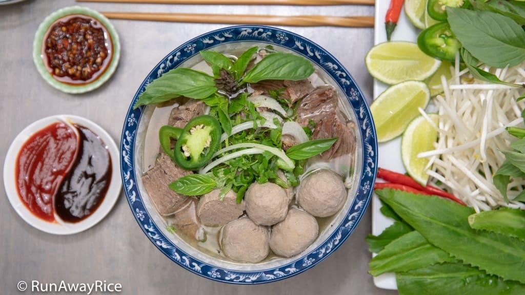 Instant Pot Beef Meatball Pho - PHO-tastic Recipe! | recipe from runawayrice.com