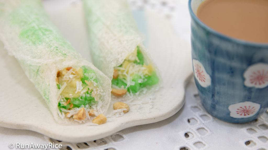 Pandan Sticky Rice with Tapioca Paper (Xoi Boc Banh Trang) - This is how we roll! | recipe from runawayrice.com