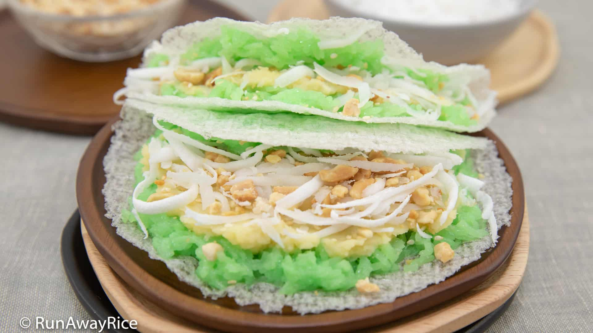 Pandan Sticky Rice with Tapioca Paper (Xoi Boc Banh Trang) - Breakfast or Snack Food! | recipe from runawayrice.com