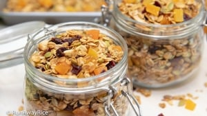 Granola - Homemade and Healthy! | recipe from runawayrice.com