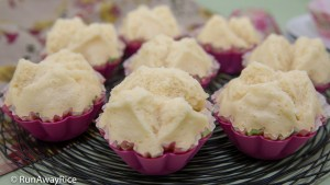 Steamed Cupcakes (Banh Thuan Hap) - No-Bake Cupcakes, Moist and Fluffy | recipe from runawayrice.com