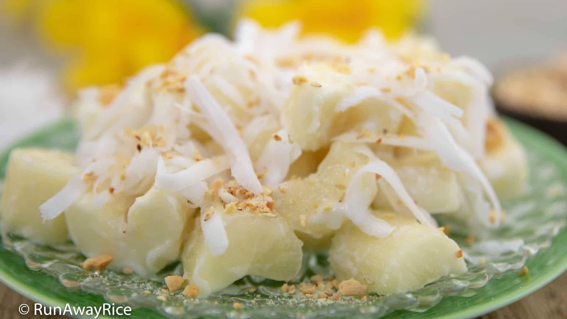Cassava and Coconut Milk (Khoai Mi Nuoc Cot Dua) - Easy Instant Pot Recipe! | recipe from runawayrice.com